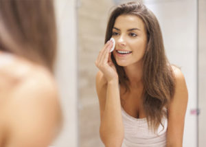 wash-off-your-make-up-every-night-with-the-right-product